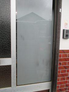 玄関ぼかしガラス修繕(施工後)-2